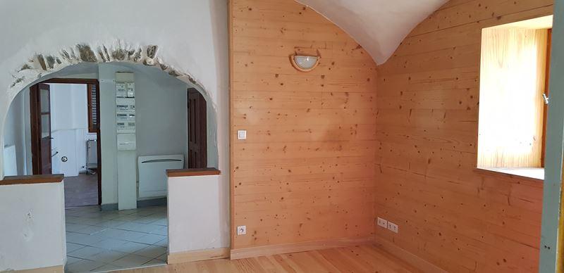 Entrée, accès cuisine et salon